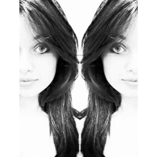 Larissa S. Chaves's avatar