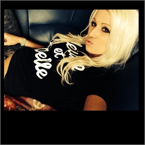 Fee LIZA's avatar