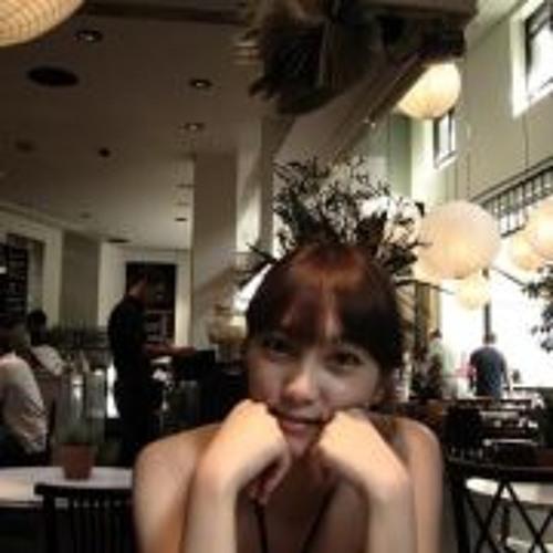 Song Yi Lim's avatar