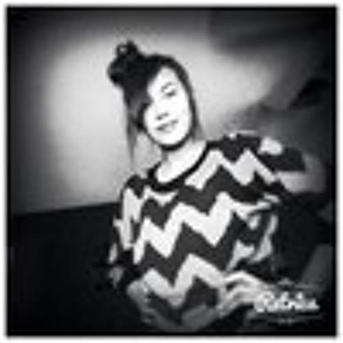 lili hernandez's avatar