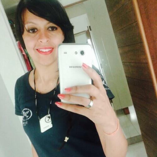 Monique Carvalho 8's avatar