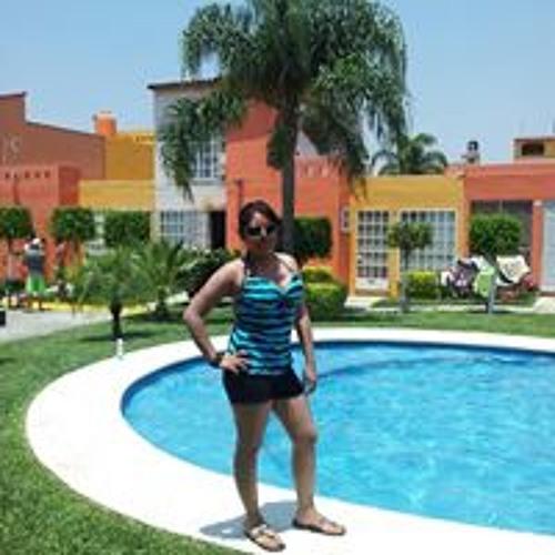 Miriam Flores 20's avatar