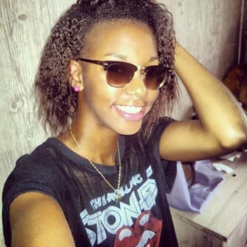 Delphine Mompelat's avatar
