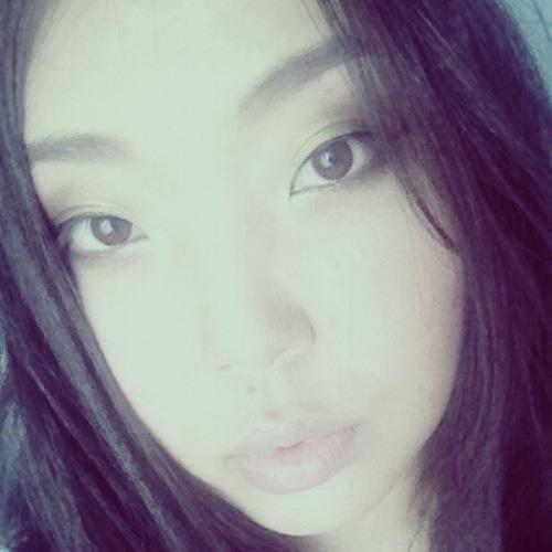 Naomi Lily's avatar