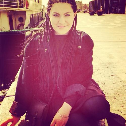 Therese de Lemos's avatar