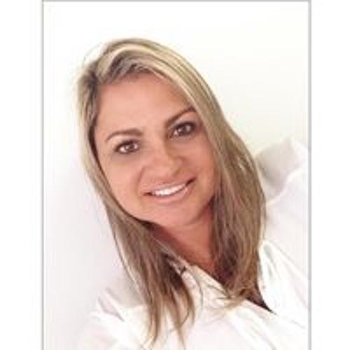 Flavia Antunes Dourado's avatar