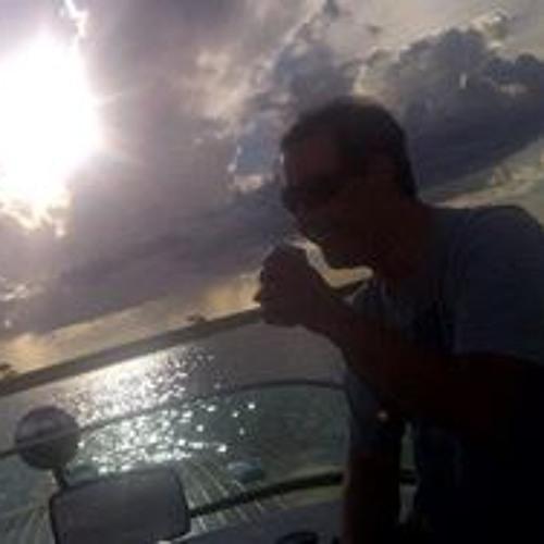 Luiz Vivanco's avatar