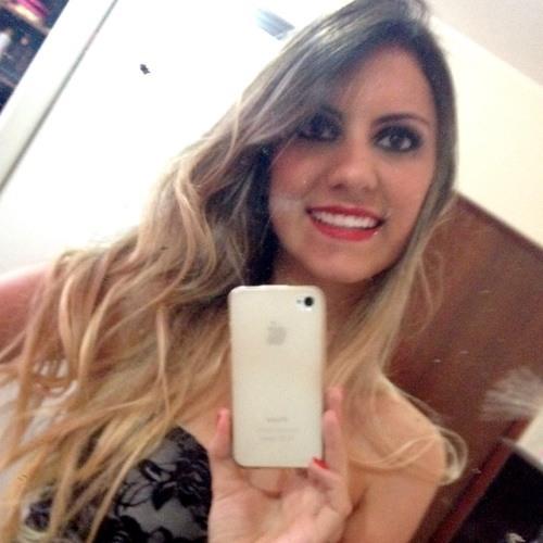 Nayara Q Magalhães's avatar