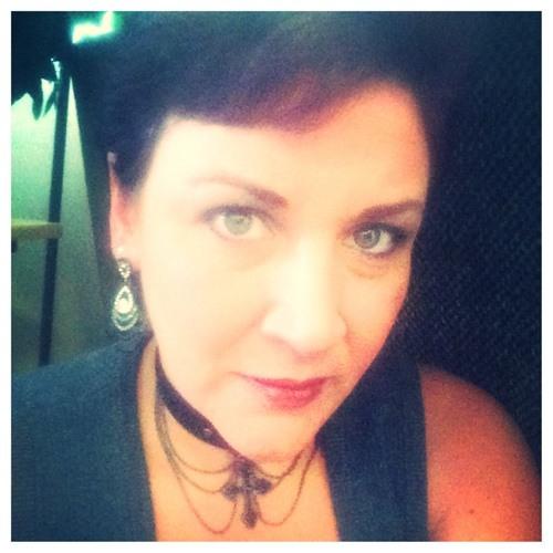 Angela Roalstad Plunkett's avatar