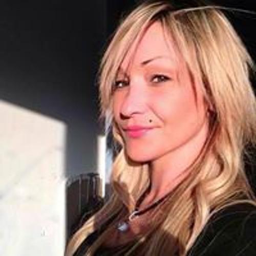 Dolores Nina's avatar