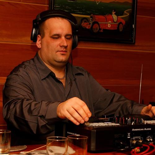 DJ 5Ly's avatar