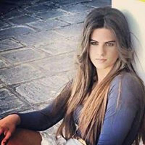 Carolinne Araujo's avatar