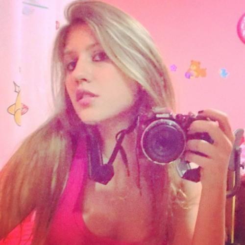 Milena Lyria's avatar