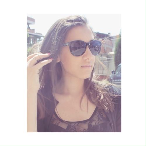 Simay Hilal Özat's avatar