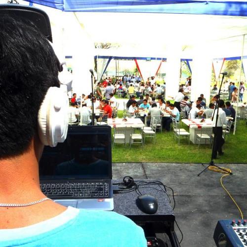 DJCarloPeña's avatar