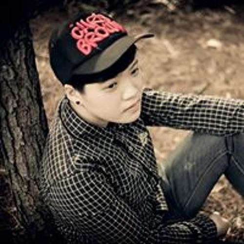 Yan Ly's avatar