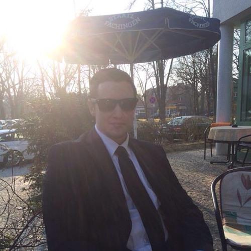 Chris Mnml's avatar