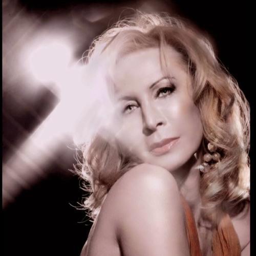 Yanna Avis's avatar