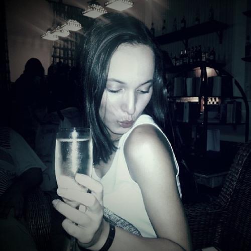 Marcella Oliveira 16's avatar