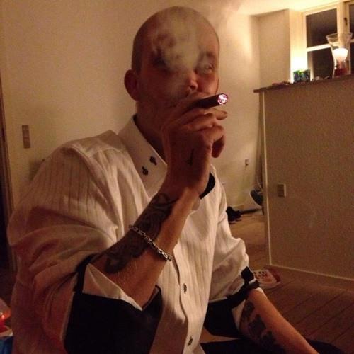 Daniel Ahlgren 3's avatar