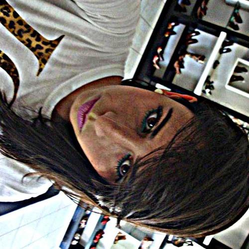 Francielly Vaz's avatar