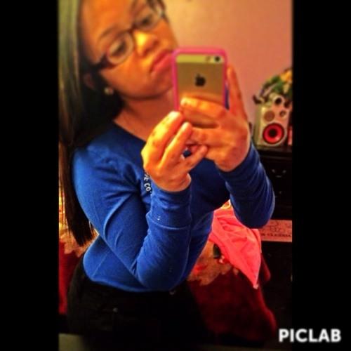White Girl Des ~'s avatar
