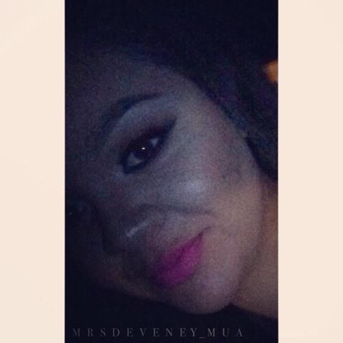 Luz Deveney's avatar