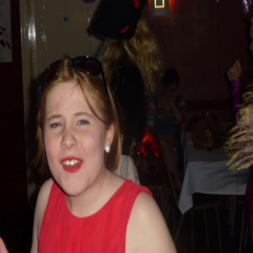 Lucy Thomas 20's avatar