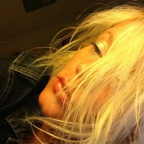 Izabella Joanna's avatar