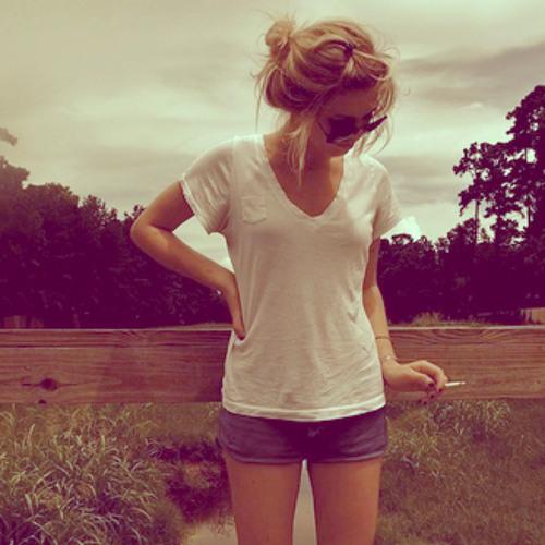 Caty Tyago's avatar