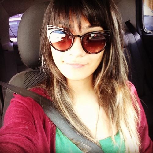 Andréia Gonçalves's avatar