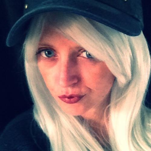Sarah Shux's avatar