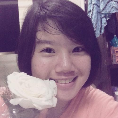 novia suhartono's avatar