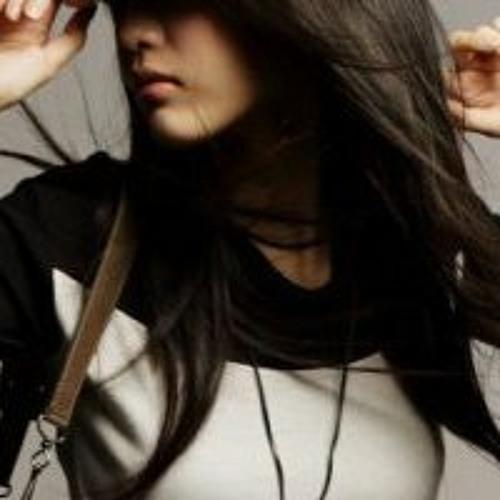 Lucy Maringka's avatar