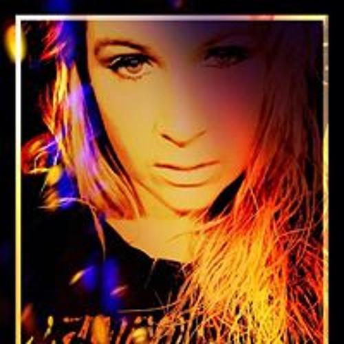 Isabella MiMaria's avatar
