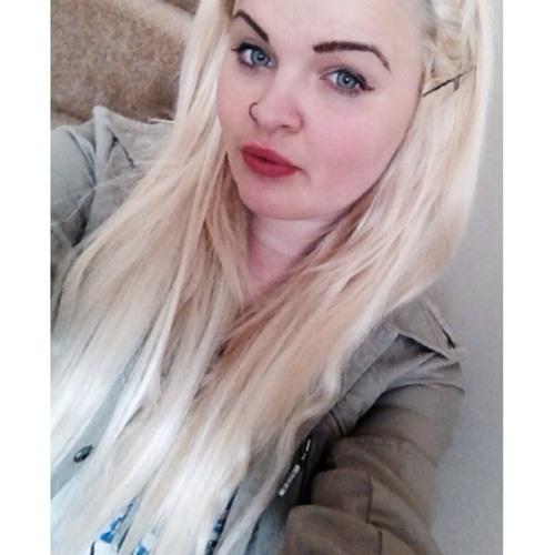 Cloe Louise's avatar