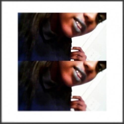 Momo Ni'Cole's avatar