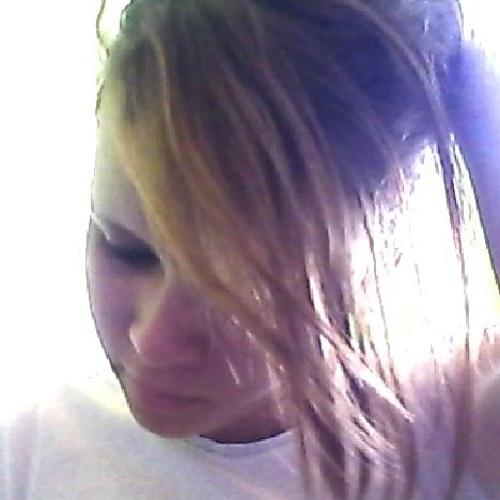 Joice Martins 10's avatar