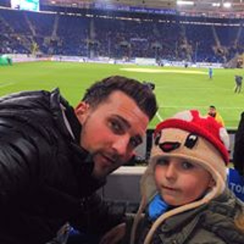 Mirek Lewikowski's avatar