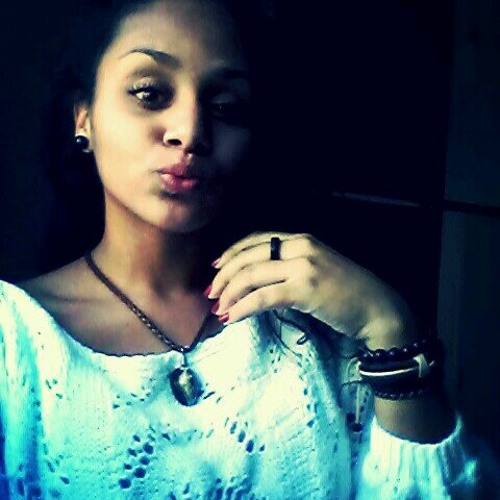 Simone Ferreira ✌'s avatar