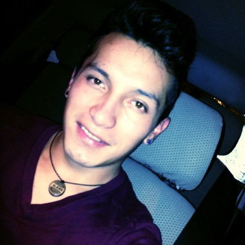 Alek Arias's avatar