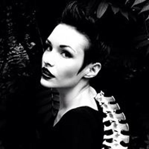 Lara Mercury's avatar