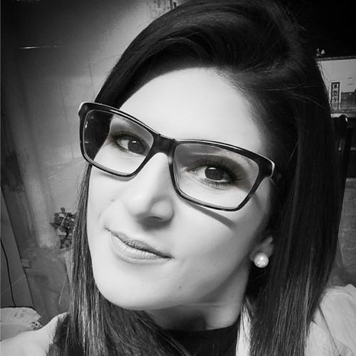 Flávia Taveira's avatar