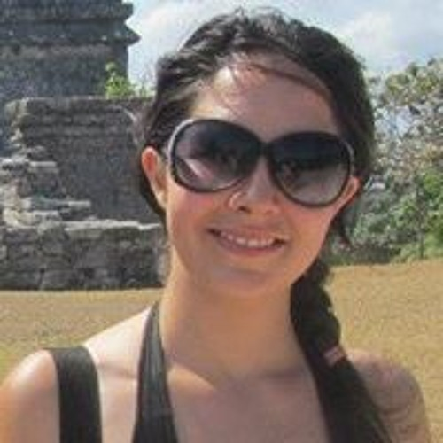Lucia Sierra's avatar