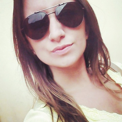 Stéfani Gomes's avatar