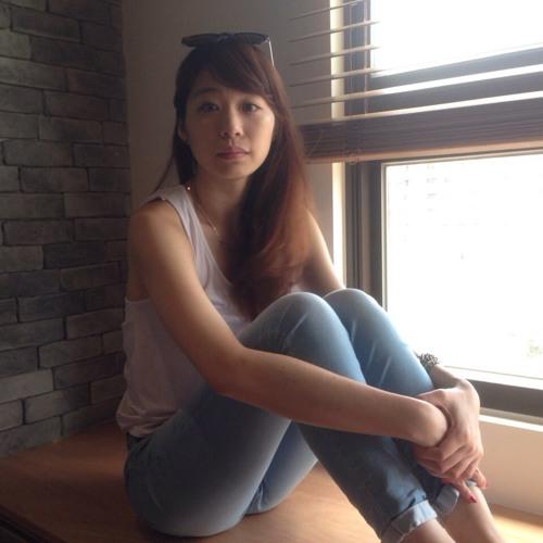 Chloe Chang's avatar