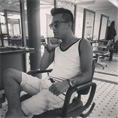 Oliver Zambrano Larsen's avatar