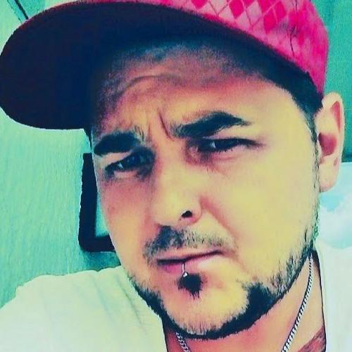 Mario Farez Lewandowski's avatar