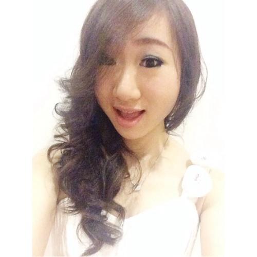 Yomelia Christine's avatar