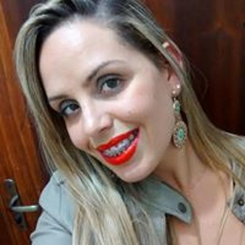 Camila Perrucci's avatar